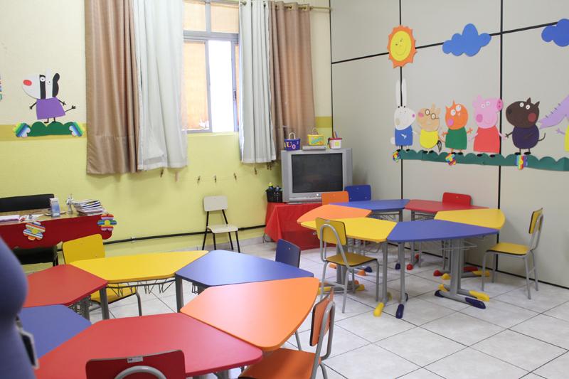 Adesivo Delineador Para Os Olhos ~ Salas da Educaç u00e3o Infantil do Colégio Santa Cecília recebem 121 novas mesas e cadei
