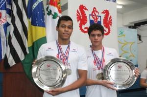 Matheus Santana e Felipe Ribeiro de Souza, atletas da Unisanta e do Colégio Santa Cecília.