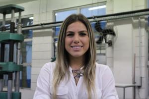 Lívia Torres Pivoto, aluna de Engenharia Civil da Unisanta