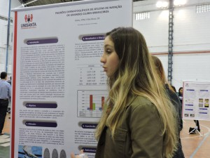 Fernanda Goies apresentando seu trabalho no COBRIC